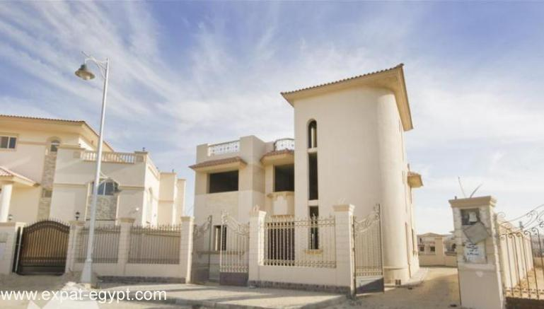 عقار ستوك - Villa located in 'Royal City' compound for Sale