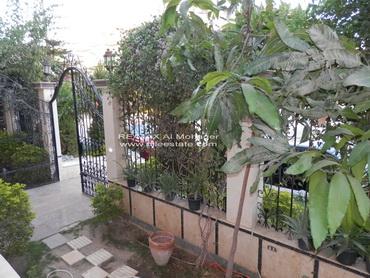 عقار ستوك - شقة بحديقة للايجار بالحي الثالث