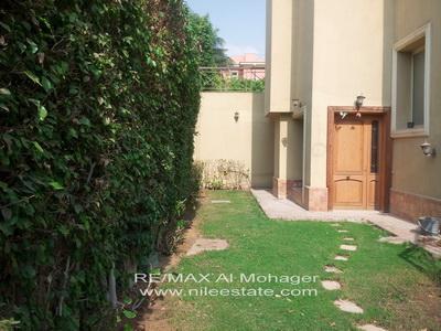 عقار ستوك - شقة بحديقة خاصة للإيجار بكمبوند قطامية هايتس